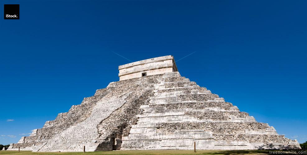 Mayan Pyramid at Chichen Itza, Mexico.